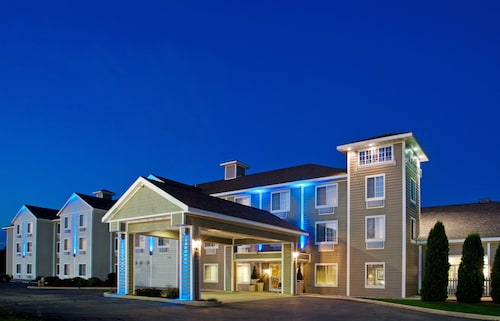 Holiday Inn Express & Suites New Buffalo, an IHG Hotel