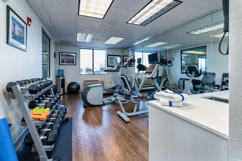 Fitness Facility, Holiday Inn Express & Suites South Haven, an IHG Hotel