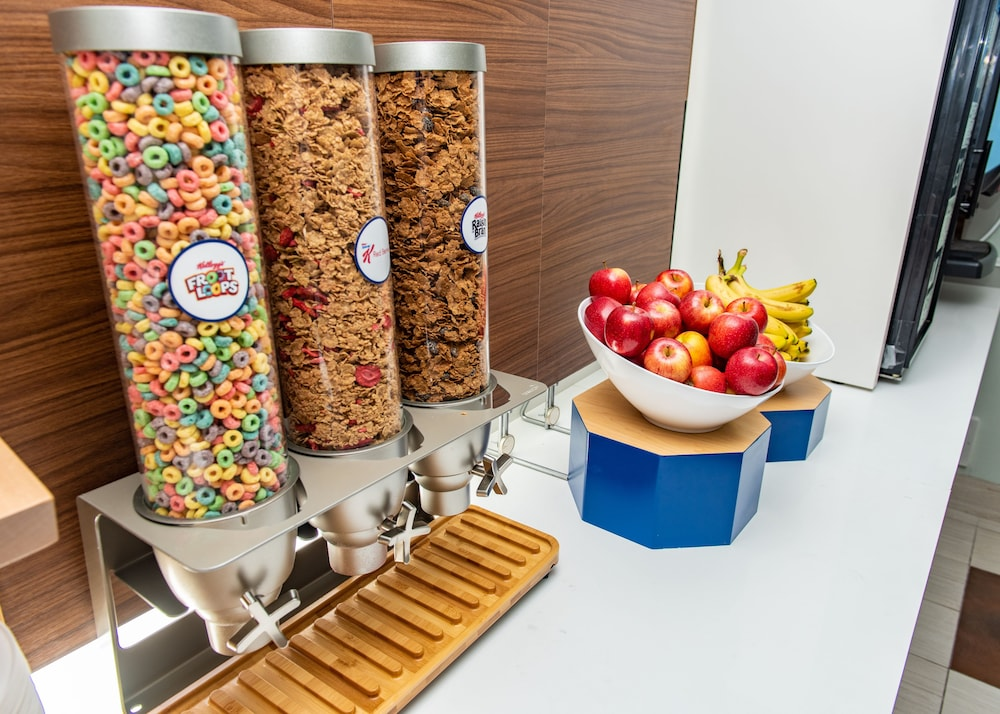 Breakfast Meal, Holiday Inn Express & Suites South Haven, an IHG Hotel
