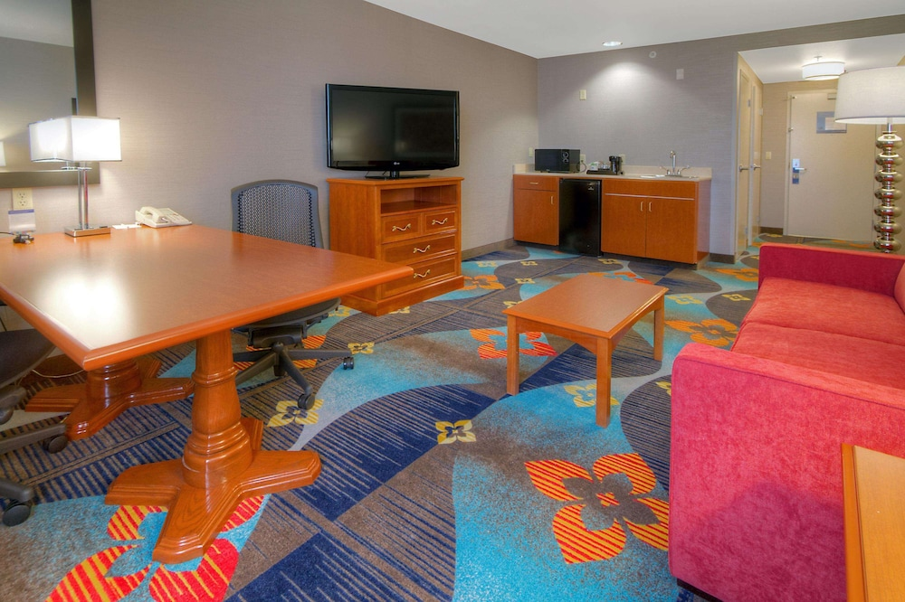 Living Area, Hampton Inn Milpitas
