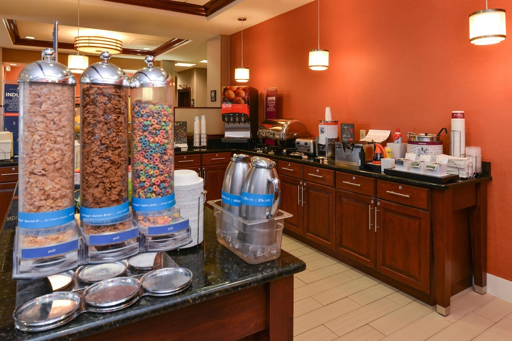 Breakfast Area, Hampton Inn College Park