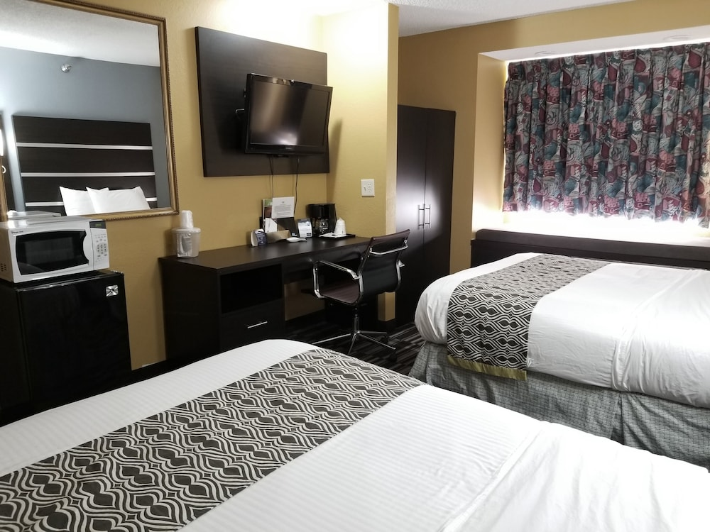 Room, Microtel Inn & Suites by Wyndham Dayton/Riverside OH