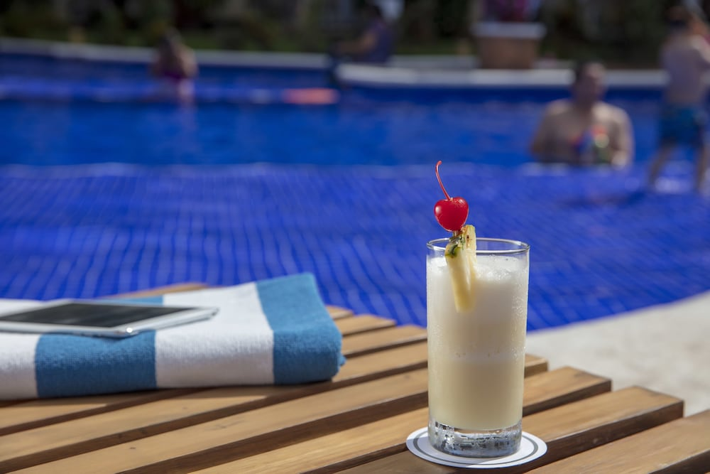Poolside Bar, Flamingo Vallarta Hotel & Marina