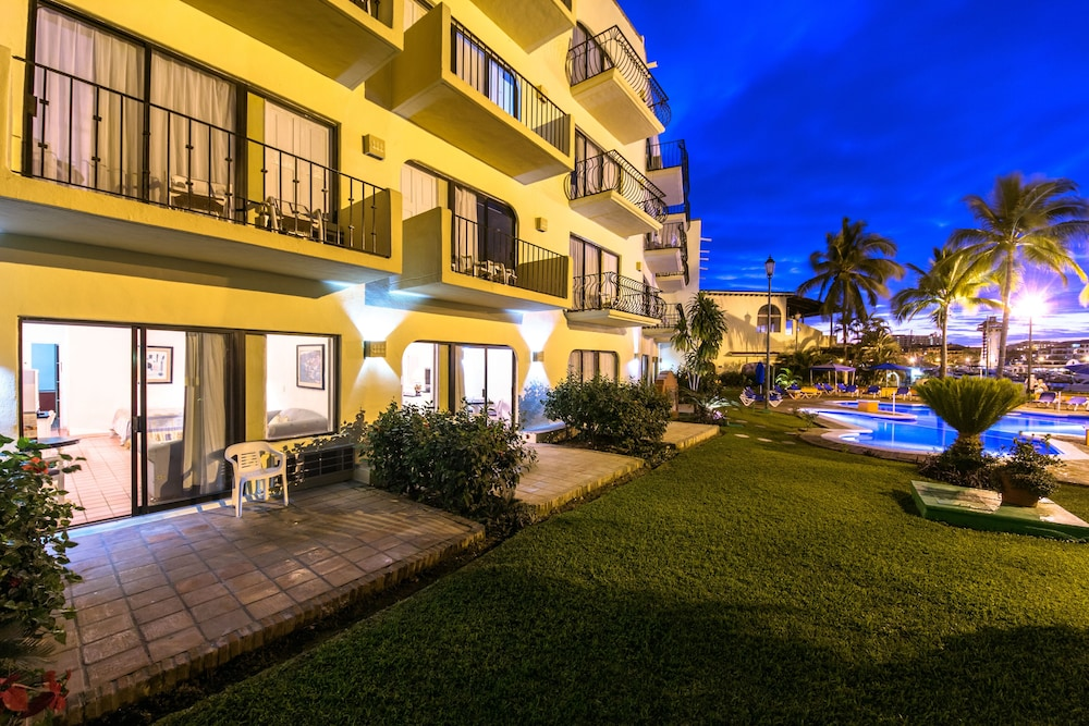 Front of Property - Evening/Night, Flamingo Vallarta Hotel & Marina