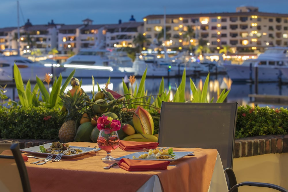 Couples Dining, Flamingo Vallarta Hotel & Marina