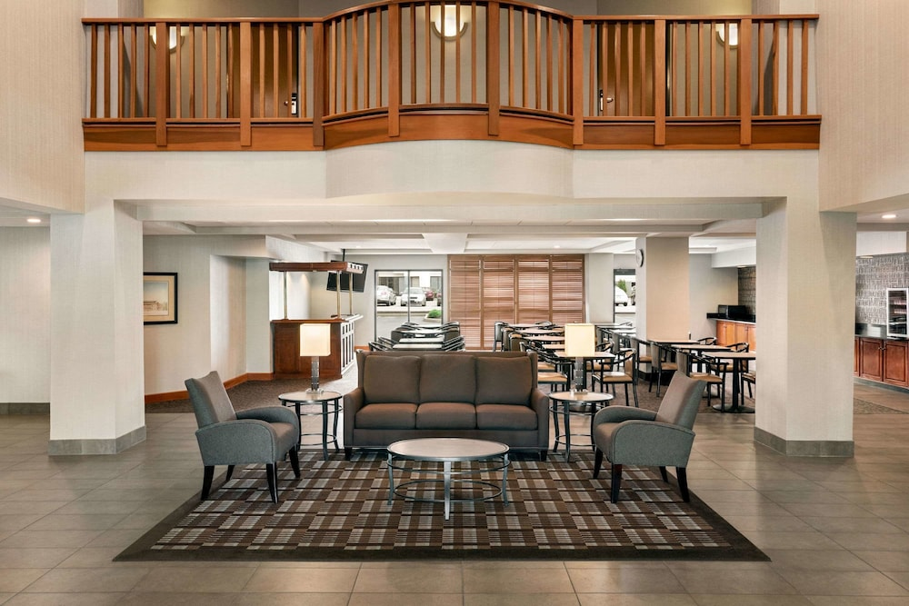 Lobby Lounge, Wingate by Wyndham - Cincinnati - Blue Ash