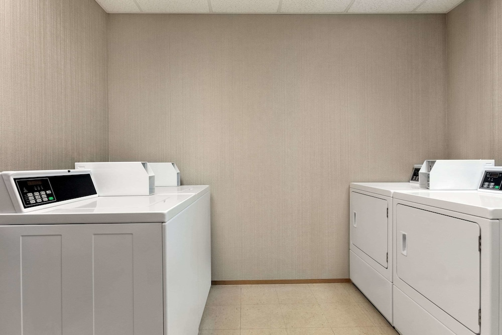 Laundry Room, Wingate by Wyndham - Cincinnati - Blue Ash