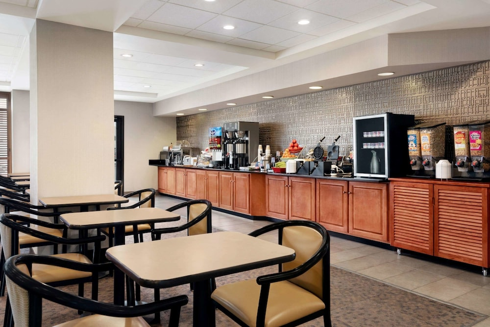 Breakfast Area, Wingate by Wyndham - Cincinnati - Blue Ash