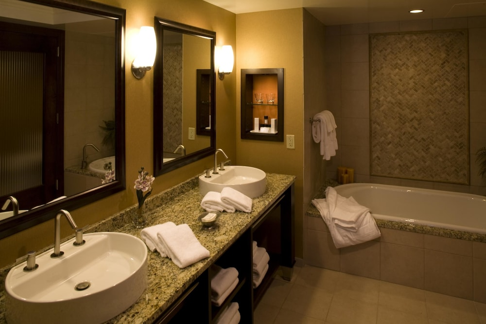 Bathroom, Mount Airy Casino and Resort