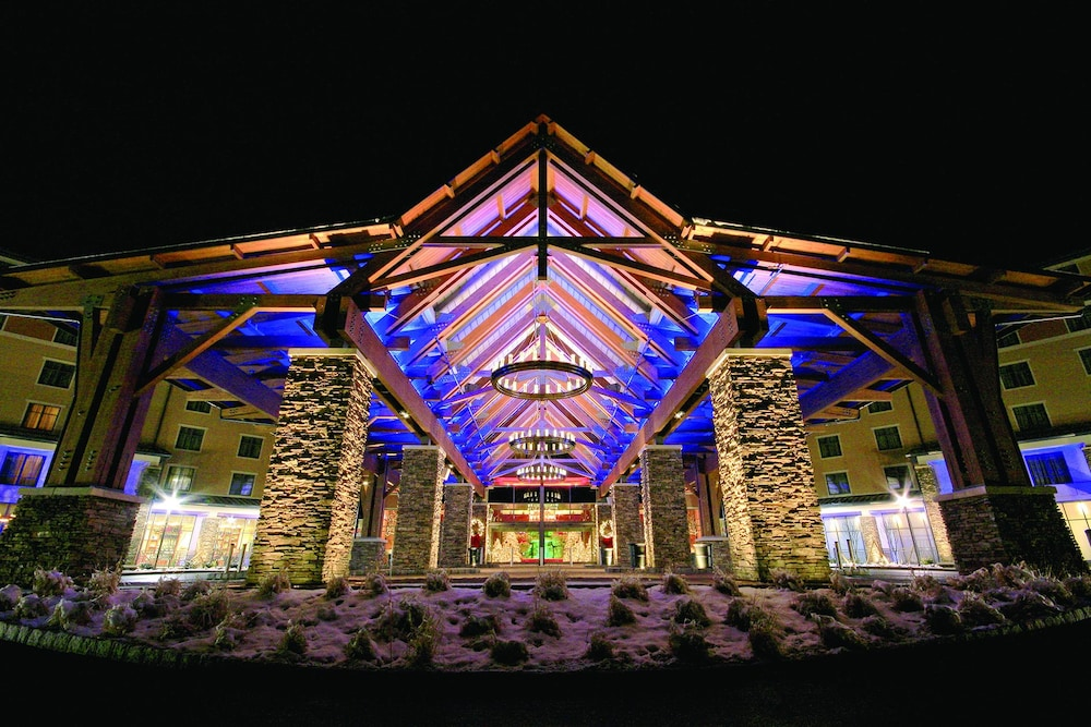Front of Property - Evening/Night, Mount Airy Casino and Resort