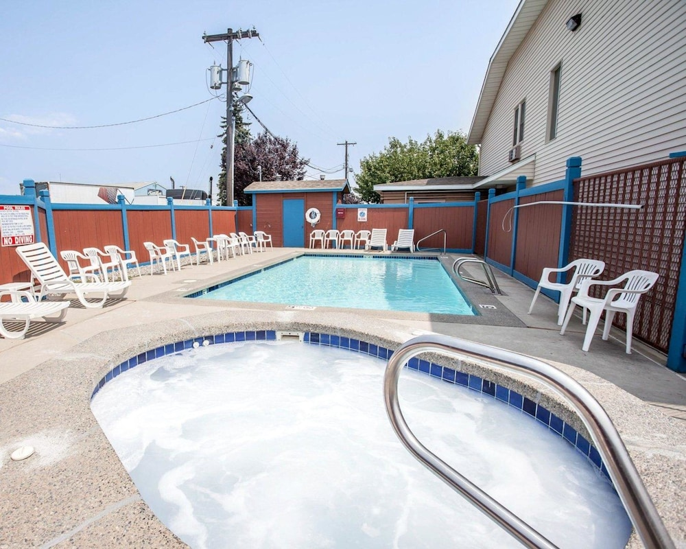 Pool, Rodeway Inn & Suites Spokane Valley
