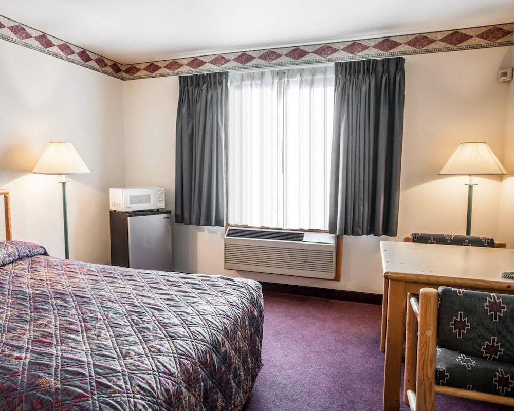 Room, Rodeway Inn & Suites Spokane Valley