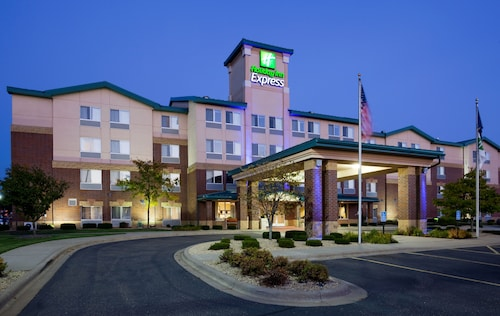 Great Place to stay Holiday Inn Express & Suites Vadnais Heights near Vadnais Heights