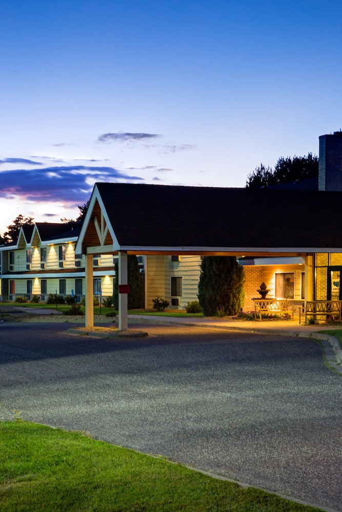 Front of Property - Evening/Night, AmericInn by Wyndham Ham Lake