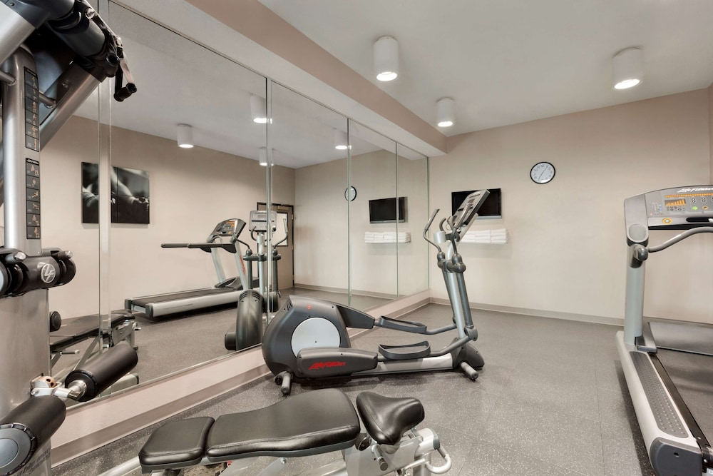 Fitness Facility, Country Inn & Suites by Radisson, Warner Robins, GA