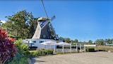 The Big Windmill - Coffs Harbour Hotels
