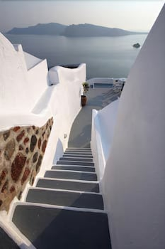 Oia, 84702, Greece.