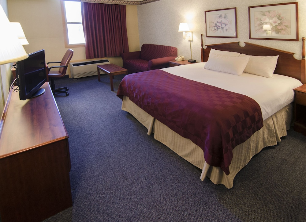 Room, Ramada by Wyndham Angola/Fremont Area
