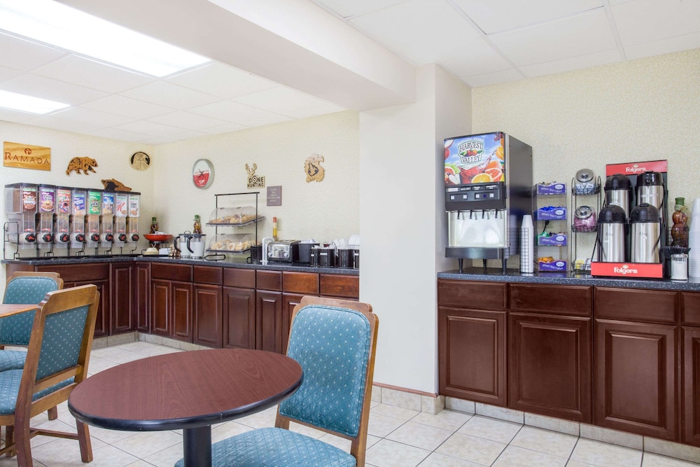Breakfast Area, Ramada by Wyndham Angola/Fremont Area