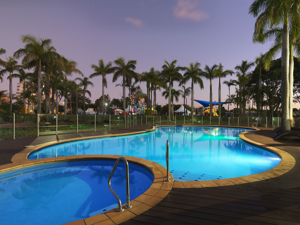 Outdoor Pool, Oaks Sunshine Coast Oasis Resort