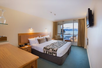 Deluxe Double Room, Lake View - Guestroom