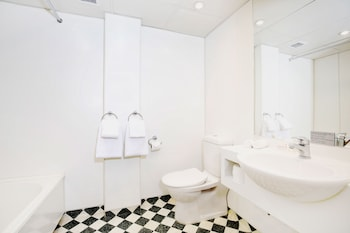 Superior Twin Room, Lakeview - (Event) - Bathroom