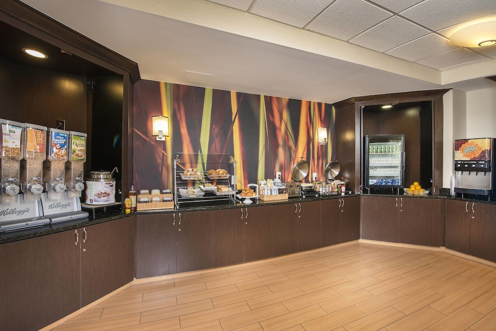 Buffet, SpringHill Suites by Marriott Raleigh-Durham Airport/Research Triangle Park