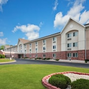 Days Inn & Suites by Wyndham Green Bay WI.