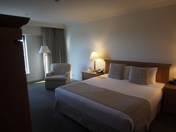 Deluxe King, Airport View - Guestroom