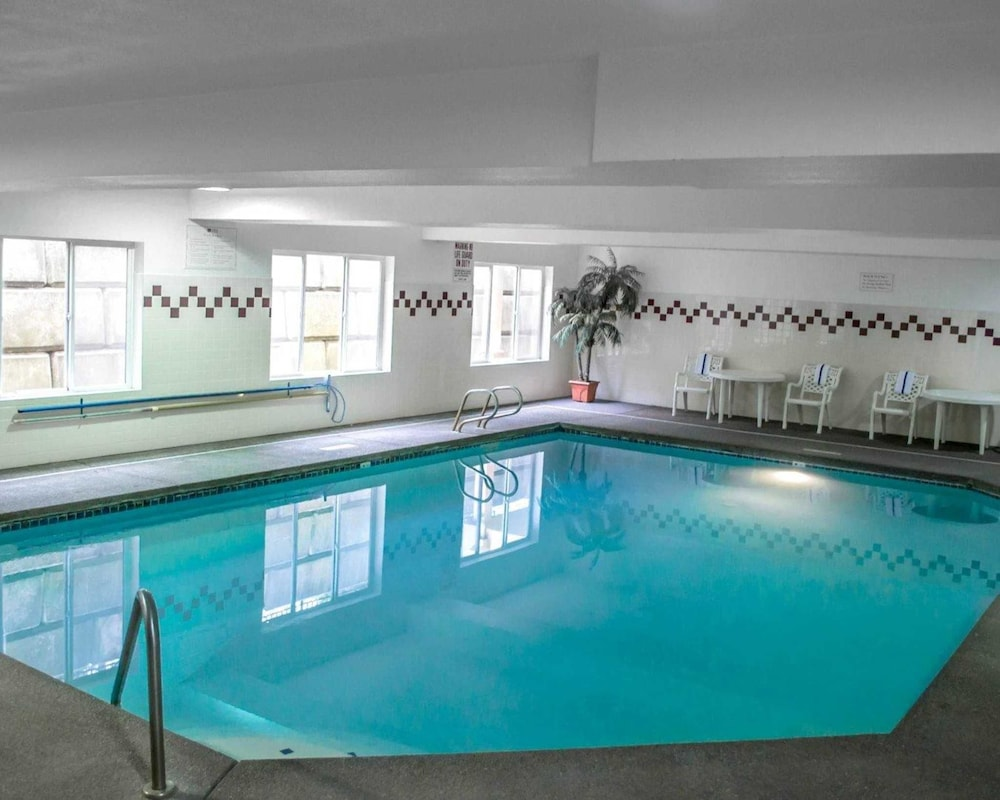 Pool, Comfort Suites Southwest