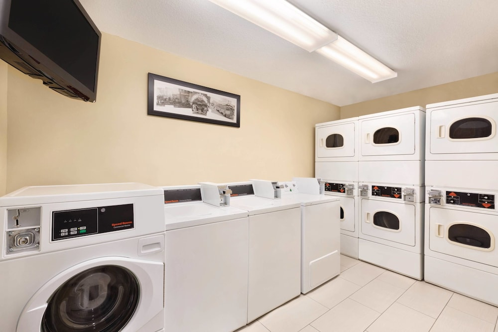 Laundry Room, TownePlace Suites By Marriott Denver Downtown