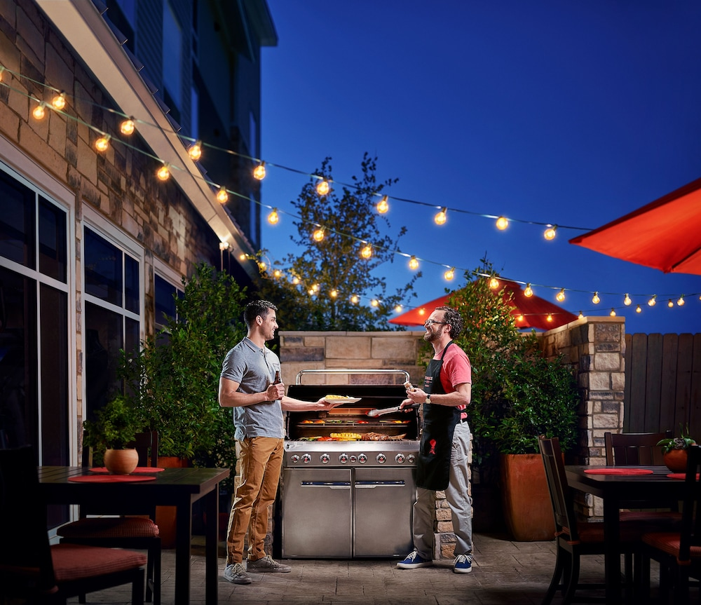 BBQ/Picnic Area, TownePlace Suites By Marriott Denver Downtown