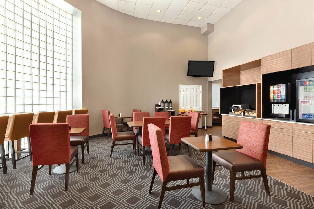 Breakfast Area, TownePlace Suites By Marriott Denver Downtown