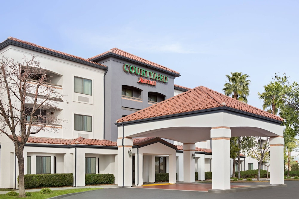 Featured Image, Courtyard Palmdale