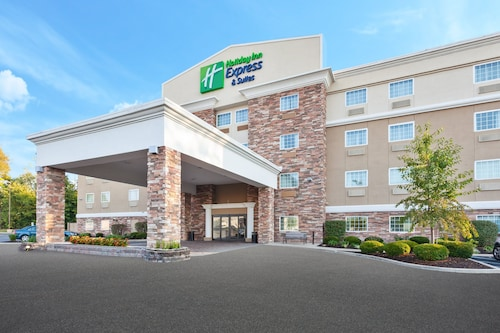 Holiday Inn Express & Suites - North Carmel / Westfield