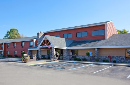 AmericInn Lodge & Suites Menominee