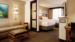 Hypo-allergenic bedding, down comforters, in-room safe, desk