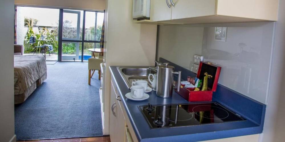 Private Kitchenette, Baycrest Lodge