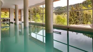 2 個室內泳池、2 個室外泳池;躺椅