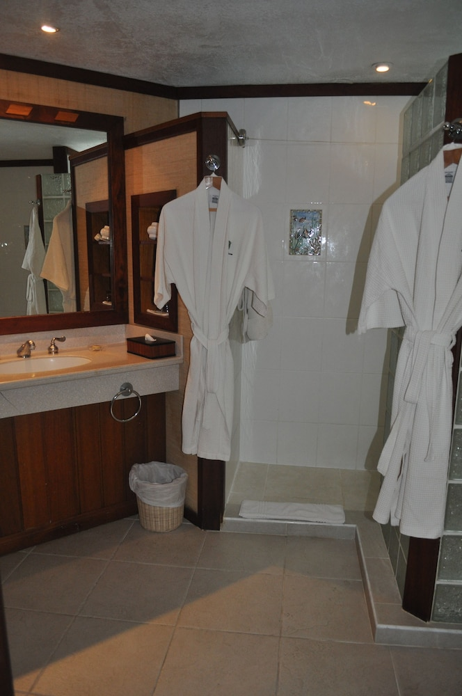 Bathroom Amenities, Royal Huahine