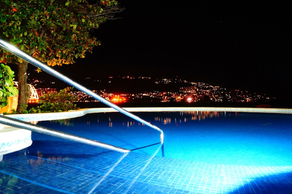 Outdoor Pool, Holiday Inn Resort Acapulco