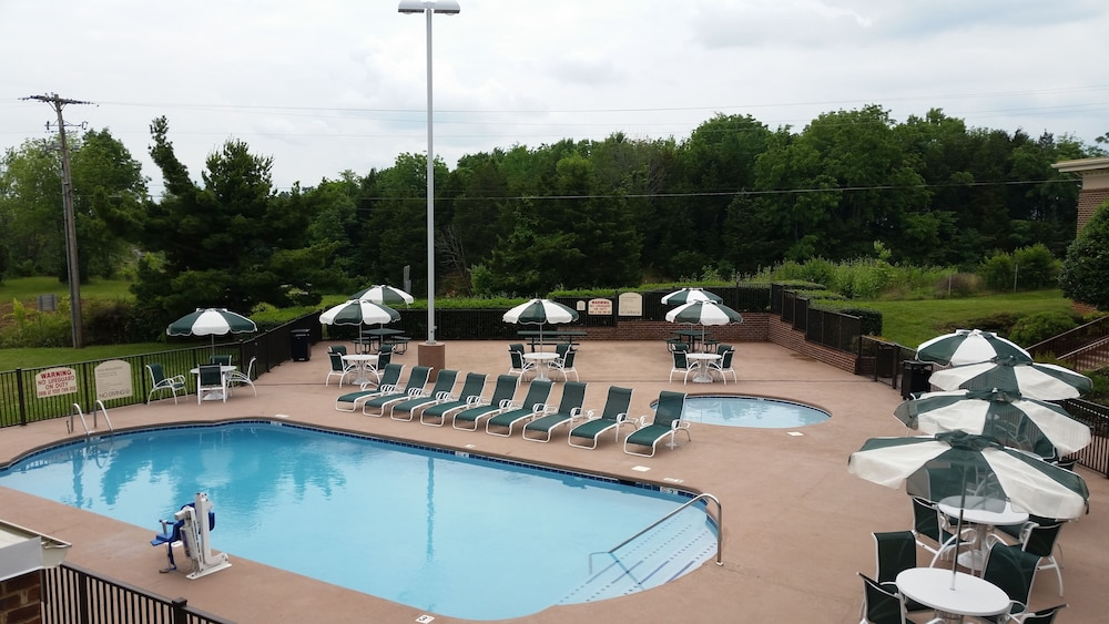 Outdoor Pool, Best Western Plus Morristown Conference Center Hotel