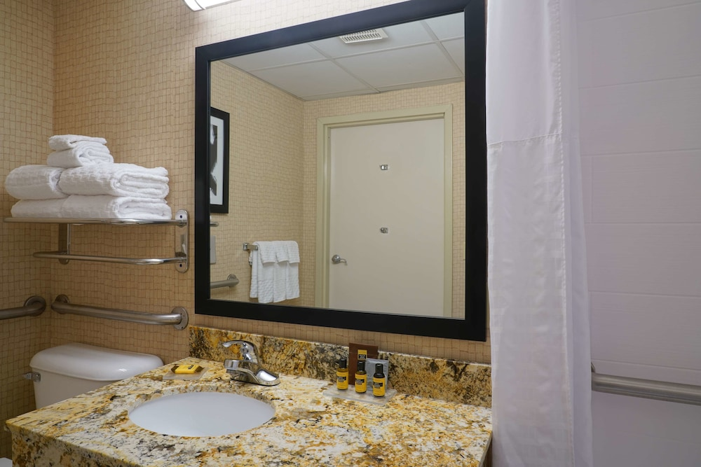 Bathroom, Best Western Plus Morristown Conference Center Hotel