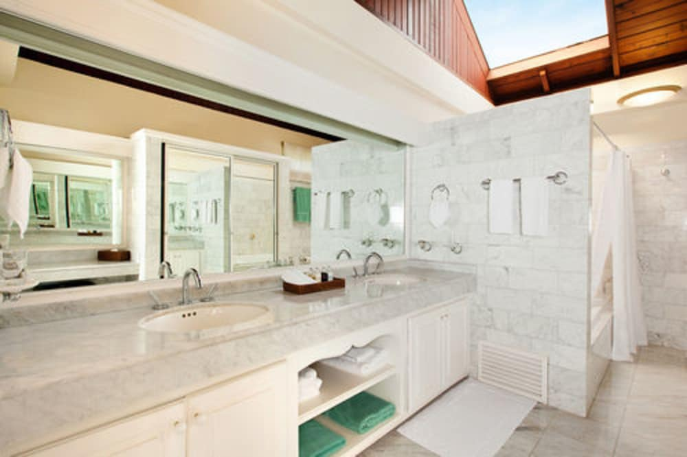 Bathroom, Spice Island Beach Resort All Inclusive