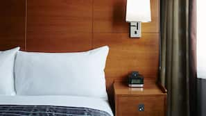 Premium bedding, in-room safe, free WiFi