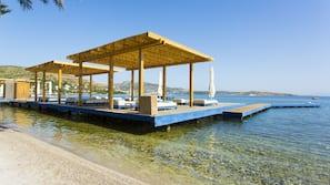 Free beach shuttle, sun-loungers, beach umbrellas, beach towels