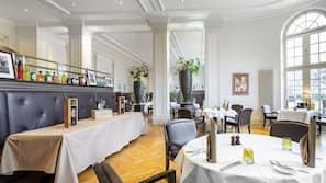 Tägliches Frühstücksbuffet (26 EUR pro Person)