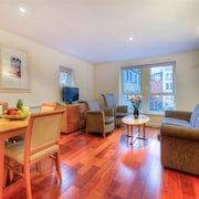 Standard Apartment, 2 Bedrooms (sleeps 5) - Living Room