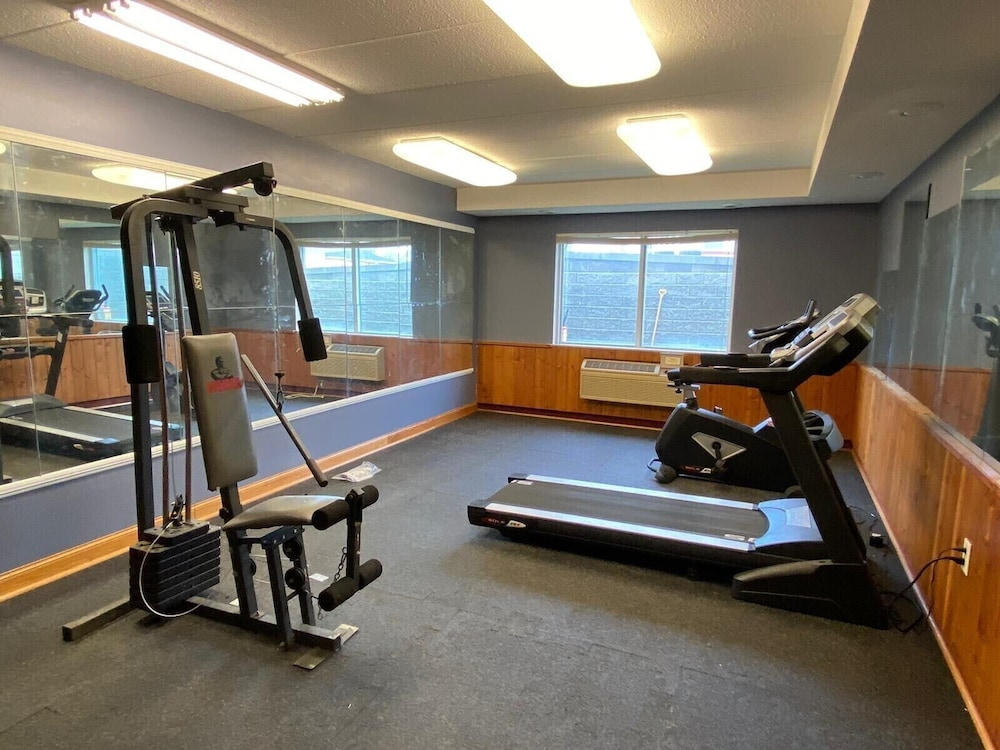 Fitness Facility, American Inn and Suites