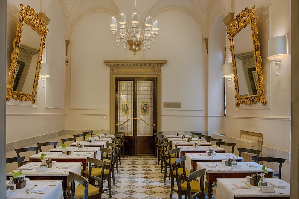 Nh collection firenze porta rossa 2017 room prices deals - Porta rossa hotel florence ...